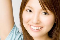 歯のきれいな笑顔の女性